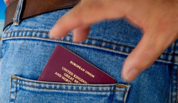 guard against ID theft when traveling