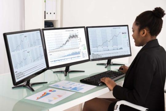 finance jobs for women