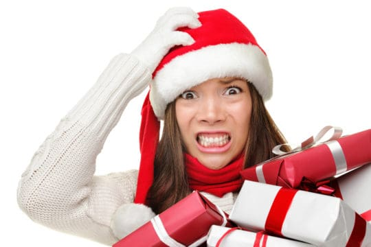 mujer estresada durante esta temporada de las fiestas