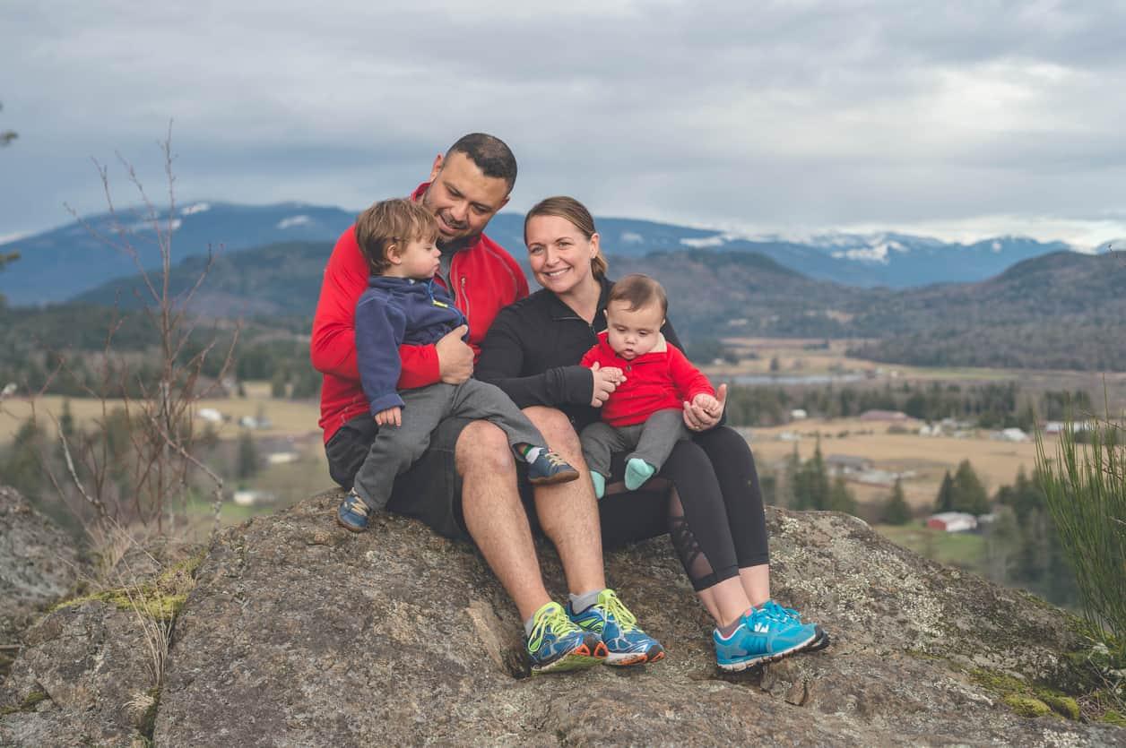 una familia en una montaña