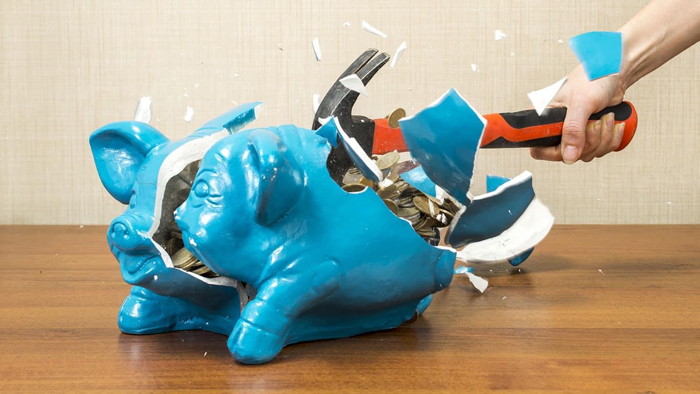 Breaking the piggy bank pig