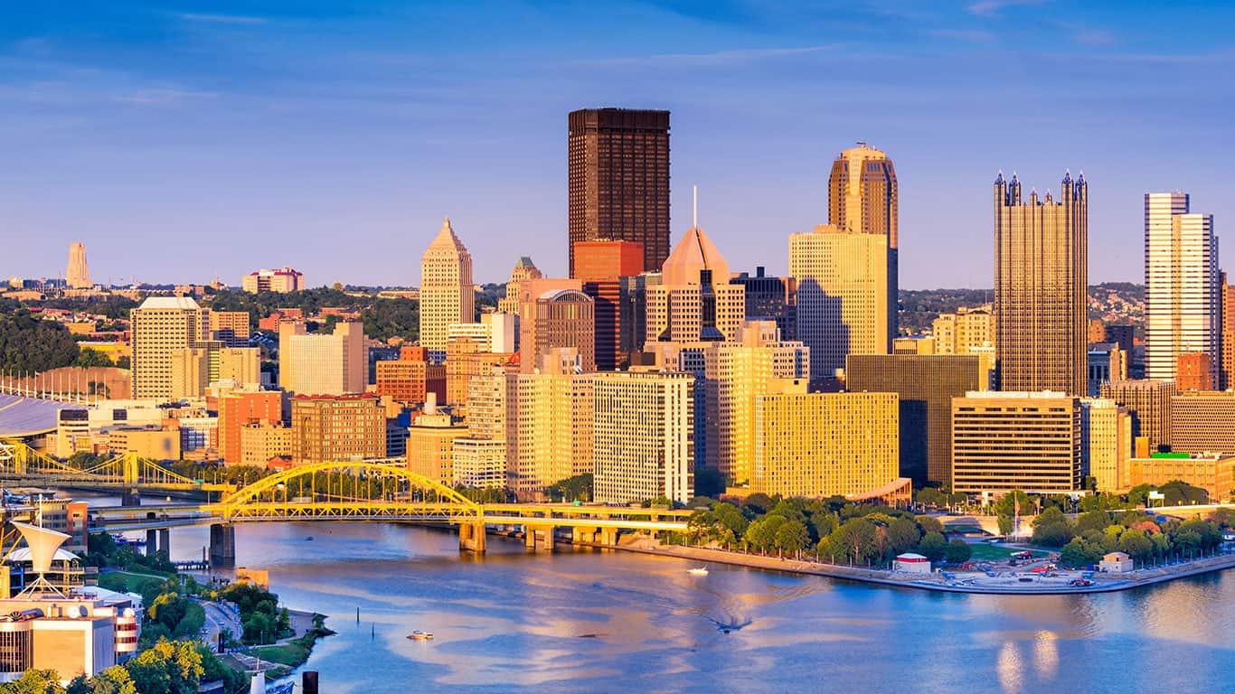Pittsburgh, Pennsylvania, USA at dusk