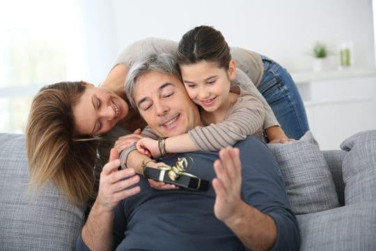 Familia celebrando el Día del Padre