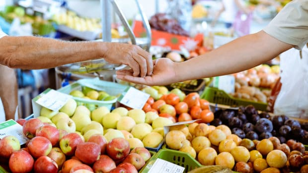 6 Ways to Save Money at the Farmer's Market