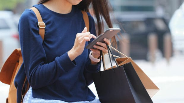 7 Ways to Protect Your Identity When Shopping on Your Phone robo de identidad