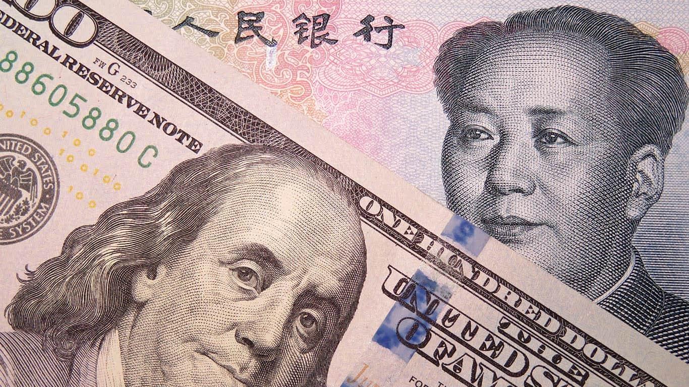 US dollar and chinese yuan deuda